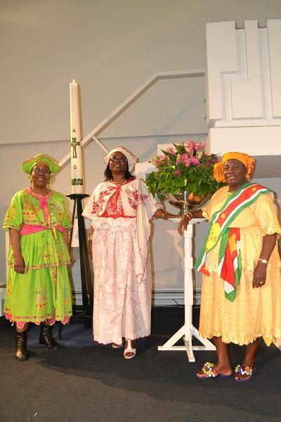 Drie zusters met hun koto's